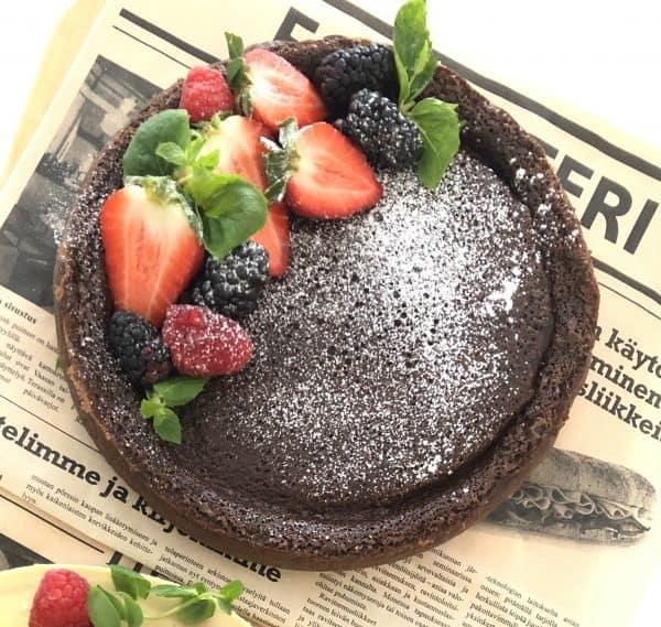 suklainen kakku marjoilla somastyle